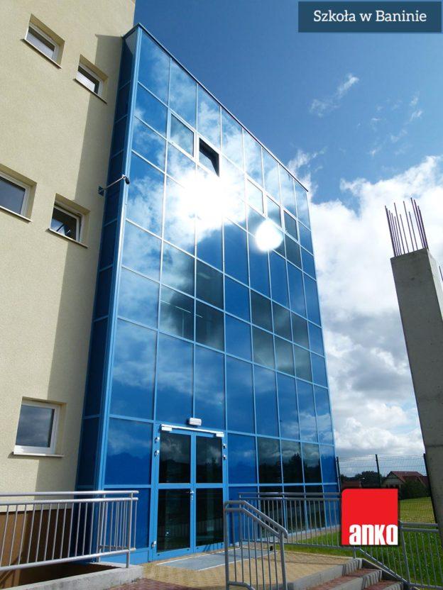Fasada aluminiowo-szklana szkoły Banino